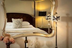 Esprit Suite Bed Mirror View
