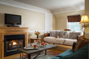 French-Manor-Rooms-Carriage-Suite-Brigitte